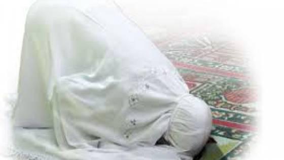 Sujud Kepala Diperban Anak Kecil Jadi Imam Ibunya, Bolehkah?