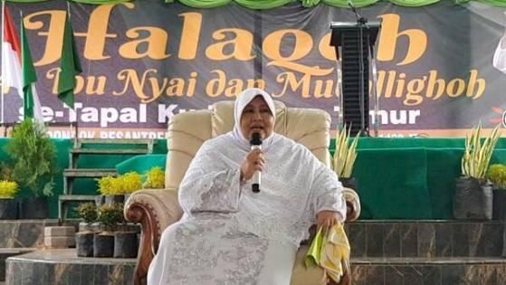 Nyai Hj. Makkiyah As'ad.