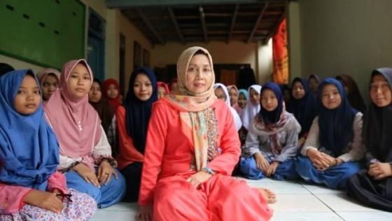 Masriyah Amva dan Kepemimpinan Perempuan di Pesantren