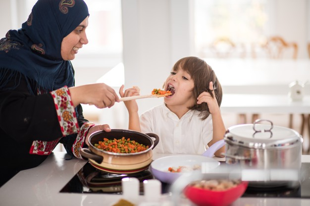 Mengunyahkan Makanan Untuk Anak