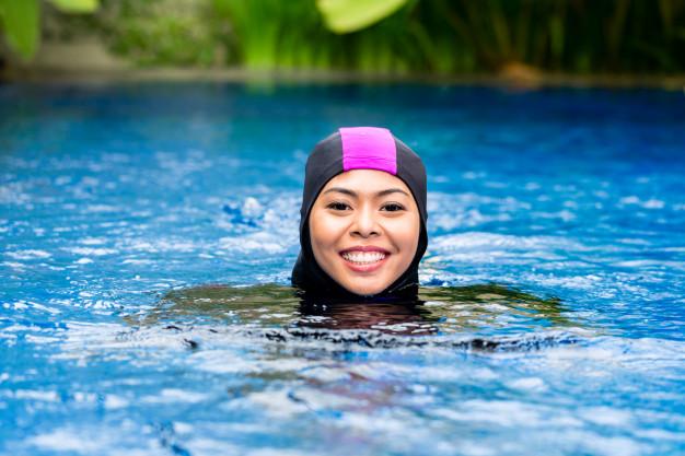 Benarkah Berenang Membatalkan Puasa