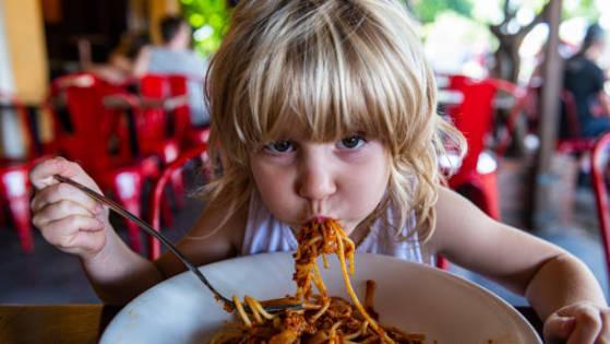 Etika Makan diajarkan anak