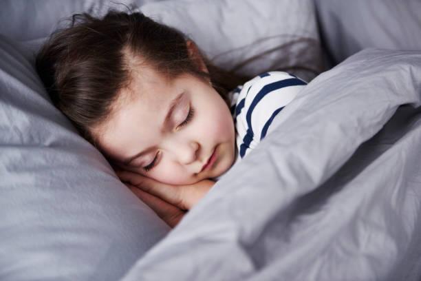 memisahkan tempat tidur anak