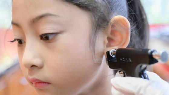 Tindik Telinga pada Bayi